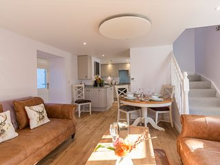 Puccini Cottage, sleeps 4 and dog friendly