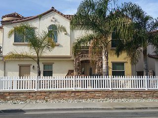 Lovely Home 1 block to the Beach w/ Free WiFi & Attached Garage