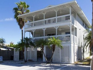 Quiet 2B/2B Upstairs Condo w/ Large Deck, short walk from Beach and Shopping
