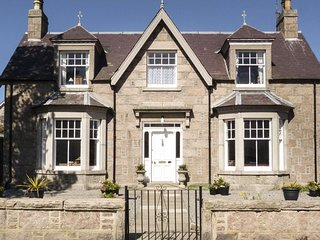 GRANVILLE HOUSE, BALLATER.  Beautiful Victorian 4 bedroom cottage Sleeps 8. PETS