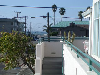 Spacious Condo 1 block to the Beach and Boardwalk w/ Fireplace & Parking Garage