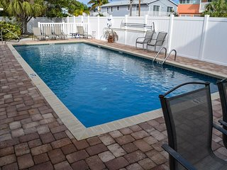 Holmes Beach 2BR/1BA w/ Heated Pool, Patio, and Close to Shops and Restaurants