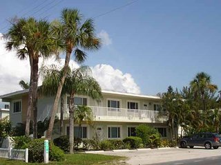 Fun-Oriented 2BR/1BA w/ Heated Pool, Easy Beach Access, and Free Wifi!