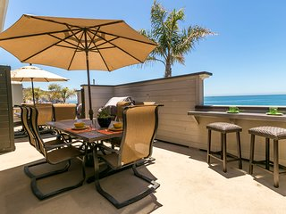 Beachfront Home w/ Free WiFi, HD TV, Fireplace & BBQ