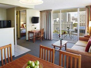 Aqua Pacific Monarch Hotel - 5-1 Bedroom Partial Ocean View & Kitchen