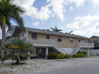 4BR 2BA across Beach and Shimmering Gulf, WIFI, Sleeps 12