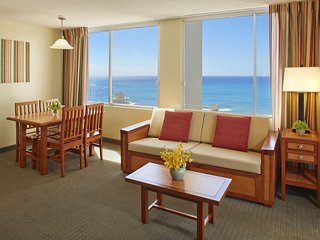 Aqua Pacific Monarch Hotel - 6-1 Bedroom Ocean View & Kitchen