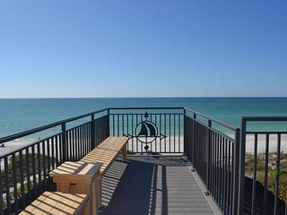 Spectacular 4Br Gulf Front Beach Home w/ Private Beach, Roof Deck & Heated Pool