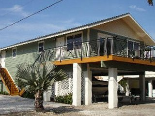 Renovated 2BR 2BA Across from Beach and Gulf with WIFI, Beach Chairs and More