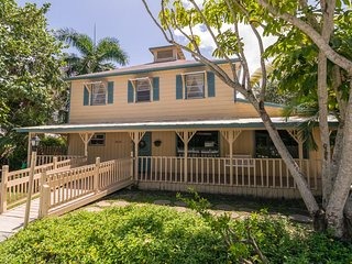Large 5B Home in historic fishing town w/ Heated Pool just moments from the Bay!