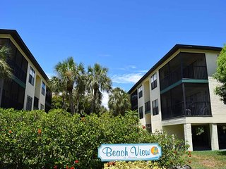2BR 2BA Steps from Beach with Heated Pool, Two Lanais, WIFI and Pack N Play