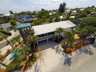 Charming 3B/2B w/ Heated Pool, Rooftop Observation Deck, 1-Block of Beach Access