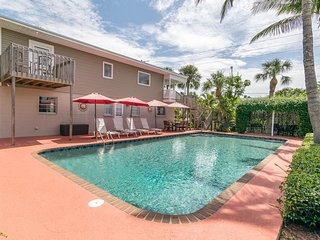 4BR 4BA With Large PRIVATE Pool, Gulf Views, Gazebo and BBQ