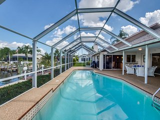 Villa Blue Sky ~ Direct Gulf Sailboat Access ~ Kayaks & Pool Table!