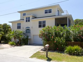 Custom-Built 3B/2B Home w/ Heated Salt Water Pool/Spa & easy beach access