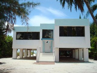 Beautiful 3B/2B direct Gulf Front Home on a secluded beach w/ Large Open Deck
