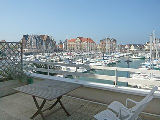 3 bedroom Apartment in Cabourg, Normandy, France : ref 5514860