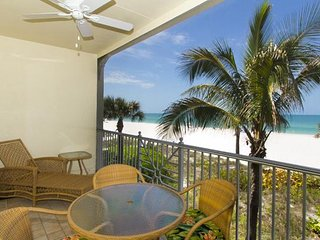 3BR 2BA with PANORAMIC Views of Gulf, Minutes from Restaurants and Beach