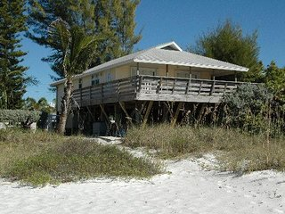 3BR 2BA On Gulf, 5 Min to Restaurants, View Marvelous Sunsets, WIFI and More