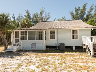 3BR 2BA With Old World Charm On Beautiful Beach With Panoramic Beach Views