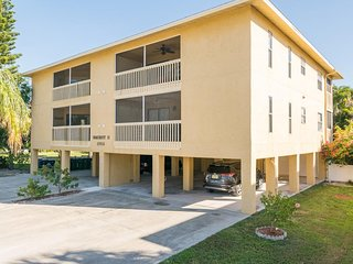 5th Ave Seacrest Condo Just Steps from the Beach w/ Complex Pool & BBQ Grills
