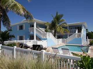 Delightful 2BR/1.5BA Near the Gulf of Mexico, Just a Short Walk to the Beach!