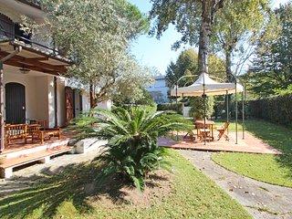 2 bedroom Villa in Marina dei Ronchi, Tuscany, Italy : ref 5477944
