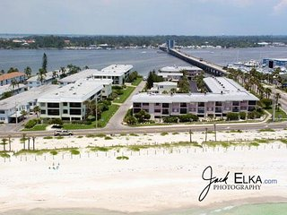 Great 2BR/2BA Condo for 6! Pet Friendly, Gulf Views, and Open Lanais!