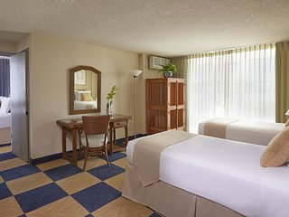 Ewa Hotel Waikiki - a LITE Hotel - 3 - One Bedroom Suite w/ Kitchenette