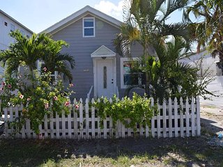 Beautiful 3B/2B Cottage w/ Large Patio located across the street of the Gulf