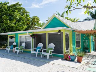Vintage Florida Style Cottage 3BR/1.5BA w/ WiFi, and Just Steps from the Gulf