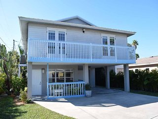 Wonderful 2BR 2BA With Gulf View, Close to Dining, Beach and Trolley
