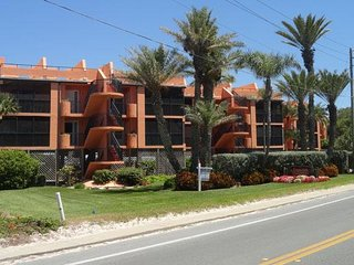 3BR/2BA w/ Wonderful Views of the Gulf, Heated Pool, and Across from the Beach