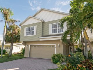 3BR 2BA With PRIVATE Pool, Conveniently Located from Beach, WIFI and More