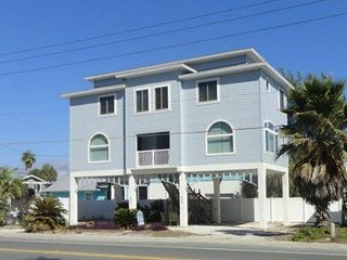 Spacious 2BR/1.5BA Bradenton Beach Duplex w/ Views of Gulf of Mexico and WiFi