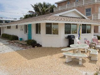 2BR 2BA GRND Floor Unit Close to Shopping & Restaurants with Large Deck on Beach