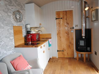 Little John's Cosy Cabin at Fairview Farm Holiday Accommodation in Nottingham