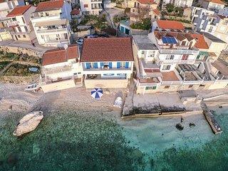 4 bedroom Villa in Brist, Splitsko-Dalmatinska Zupanija, Croatia : ref 5583456