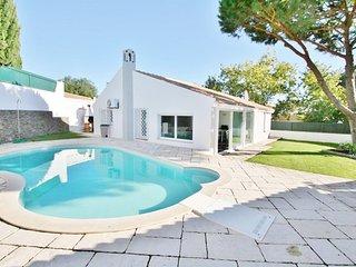 3 bedroom Villa in Praia da Oura, Faro, Portugal : ref 5455408