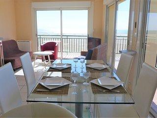 Saint-Pierre-sur-Mer Apartment Sleeps 6 with WiFi - 5699805