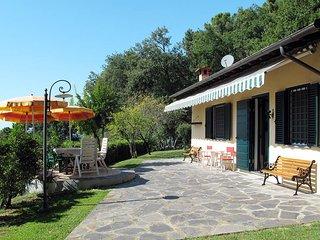 2 bedroom Villa in Corsanico-Bargecchia, Tuscany, Italy : ref 5447642