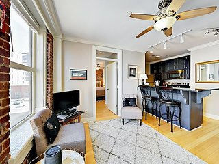 Historic Downtown 1BR – Near Broadway, Capitol & Music Venues - Sleeps 4