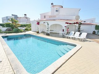 4 bedroom Villa in Praia da Oura, Faro, Portugal : ref 5455418