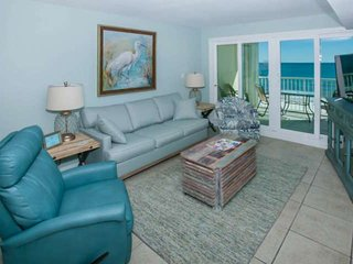 Recently remodeled Gulf-front on 7th floor | Outdoor pool, Wifi, BBQ grills | Fr