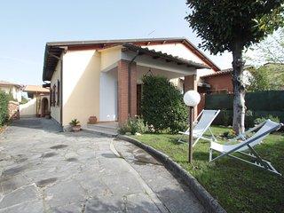 2 bedroom Villa in Forte dei Marmi, Tuscany, Italy : ref 5240896