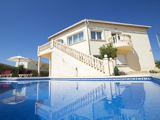 2 bedroom Villa with Pool and WiFi - 5333434