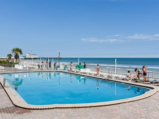 Convenient waterfront studio with shared hot tub, pool, and easy beach access!