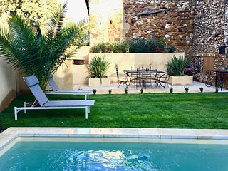 19th C PROVENCAL STONE HOUSE WITH PRIVATE POOL GARDEN MINUTES FROM BUSTLING UZES