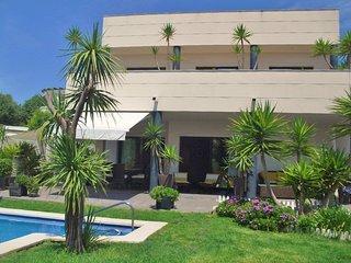 CD363 - Modern, comfortable, spacious and a very cozy garden