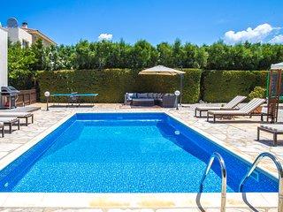 Villa Siesta, Family 4 Bed, Private Heated Pool, Hot Tub, Walk to Beach, Kids
